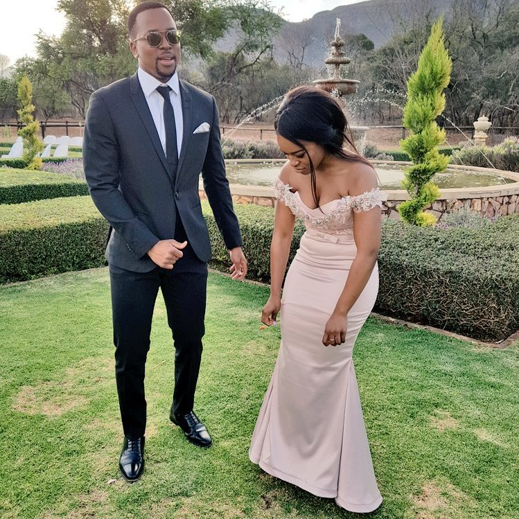 is maps maponyane dating nomzamo South african actress and tv presenter nomzamo mbatha is the cover star of the latest issue of cosmopolitan sa and in the issue she finally confirms that she is in a relationship with media personality maps maponyane after the two have been rumoured to be dating for 2 years speaking to cosmopolitan.