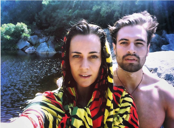 Pic! Jay Anstey And Her Bae's Steamy Naked Bath