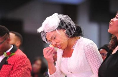 Watch! Simphiwe Ngema Breaks Down In Tears At Husband Grave