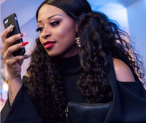 See The Photo That Has Black Twitter Convinced Zinhle Is Back With AKA
